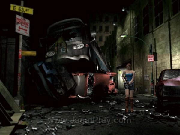 Setelah selama ini hanya dideskripsikan lewat kata-kata, RE 3: Nemesis memperlihatkan wujud kota Raccoon City pasca insiden Umbrella dengan sangat baik.