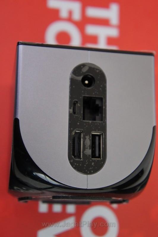 Ouya memiliki beragam port di belakang, dari sekedar power hingga slot HDMI.