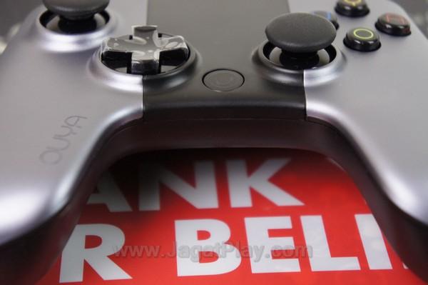 Tanpa tombol Start-Select yang lazim digunakan di video game manapun.