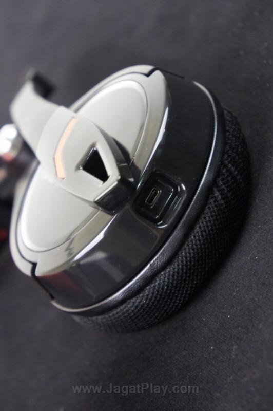 Thermaltake menyediakan ekstra kabel yang lain untuk membuat peripheral audio ini dapat digunakan untuk PC dan mobile. Kabel ini dapat diganti dengan mudah.