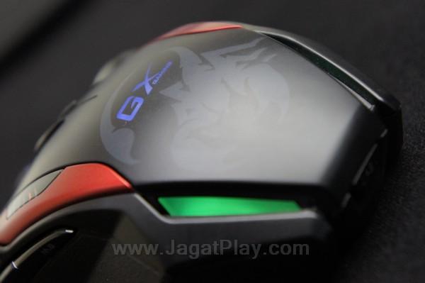 Genius GILA juga diperkuat dengan beberapa lampu LED untuk sisi kosmetik.