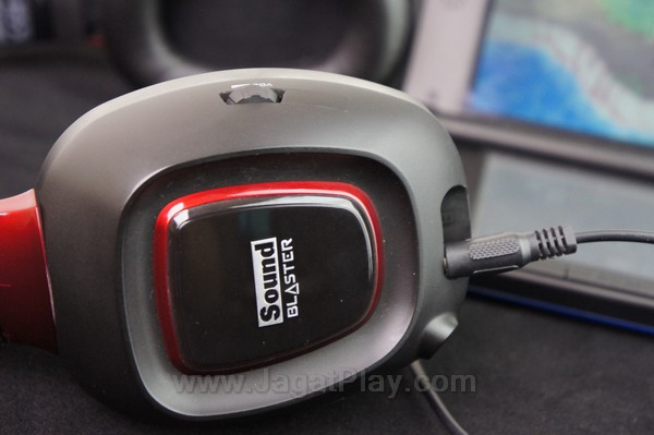Menghadirkan dua jenis kabel, Anda juga bisa menggunakan kabel jack 3.5mm Tactic3D Rage ini untuk perangkat mobile dan handheld.