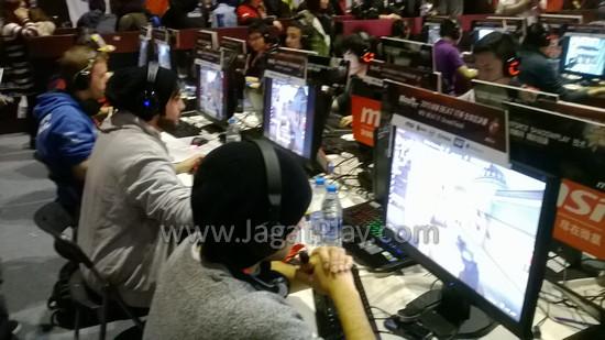 Falood Jackson, tim dari UEA, ketika menjalani pertandingan di Group A.