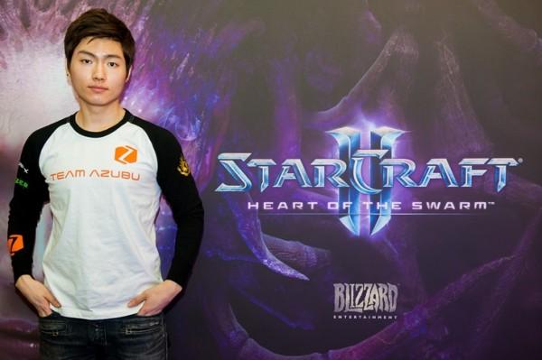 Hwan asal Korea Selatan menjadi gamer professional pertama yang mendapatkan visa atlet. Ini menegaskan status yang tidak berbeda dengan atlet olahraga lainnya.