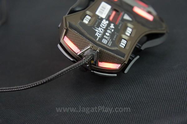 LED pada bagian depan mouse.