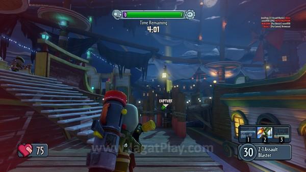 Desain medan pertempuran yang ciamik, dengan permainan warna yang menyenangkan.