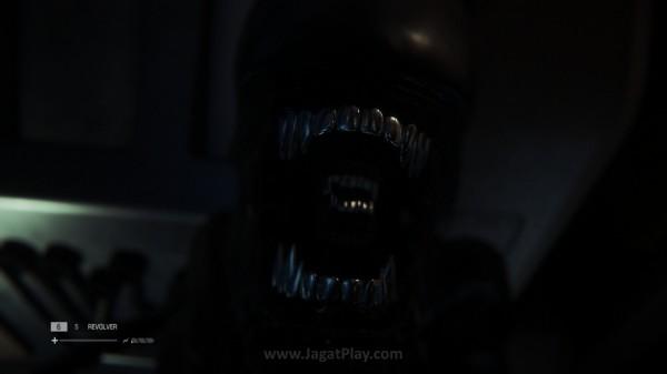 Bila Anda telah melihat Alien membuka mulutnya seperti ini, berarti nasib Ripley sudah tidak bisa diubah lagi.