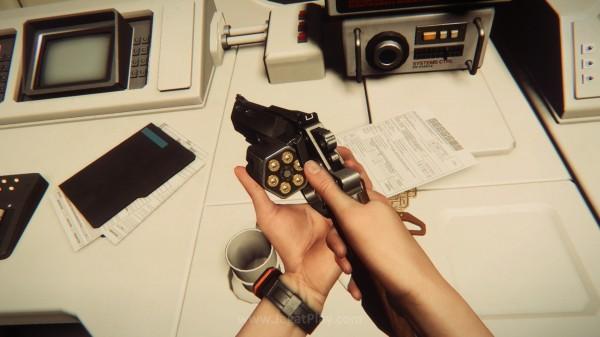 Anda menemukan Revolver? Selamat! Menggunakan senjata ini akan memperbesar kemungkinan Alien mendatangi Anda!