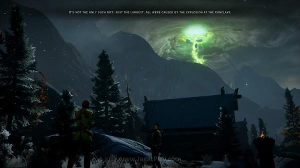 Langit Thedas yang robek dengan pilar hijau raksasa ini menjadi sumber ancaman baru.
