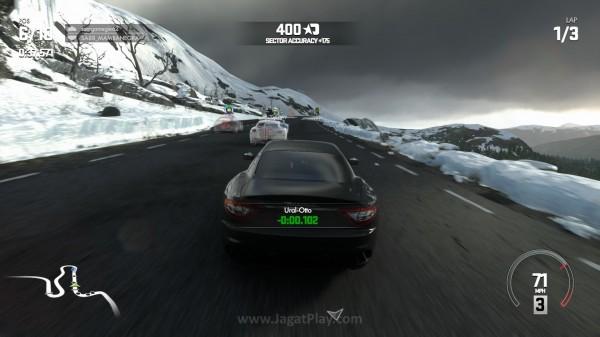 Evolution Studios sempat mengklaim bahwa Driveclub adalah game racing dengan efek hujan dan salju paling realistis. Hadir acak, hujan dan salju tersebut akan membuat balapan Anda terasa dramatis.