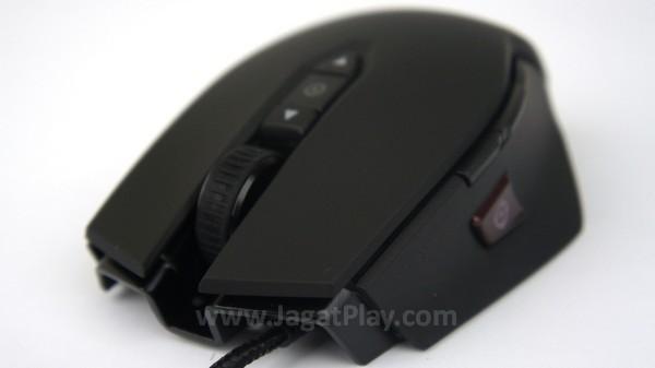 Mouse ini memiliki profil badan yang cukup tinggi.