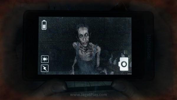 Tunggu sampai gambar di kamera rusak sebelum menekan tombol potret!