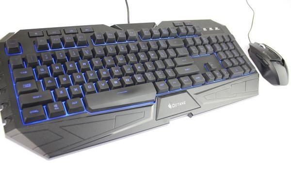 Keyboard dan mouse menggunakan ukuran standar perangkat PC