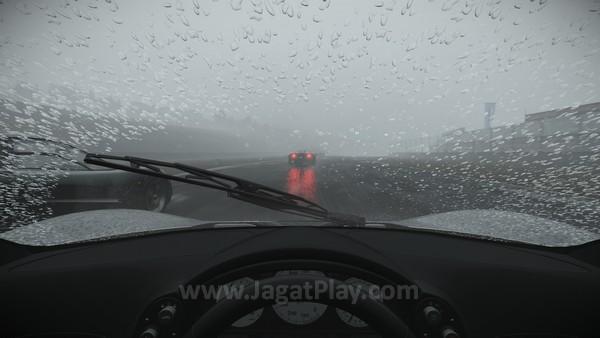 Kondisi terparah untuk balapan adalah berkabut dan hujan badai!