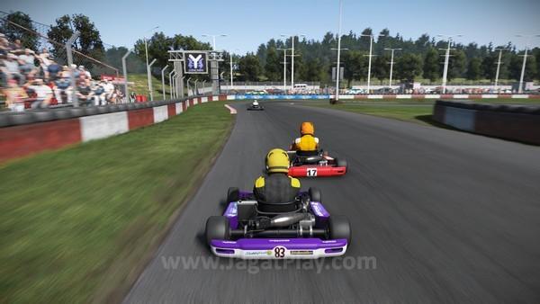 Untuk membiasakan diri dengan balapan simulasi, Anda dapat memulai dari Kart