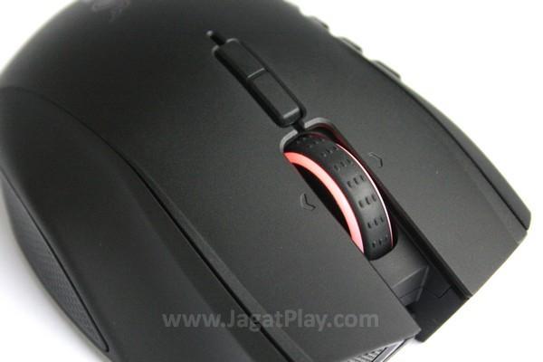 Mousewheel dilengkapi dengan karet anti slip