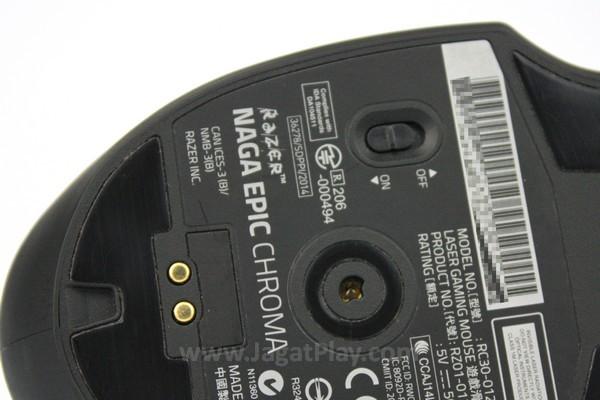 Cukup gunakan saklar di bawah mouse untuk mengubah nirkabel menjadi kabel