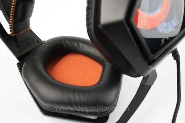 Dominasi hitam dan orange terlihat jelas di beragam sudutnya