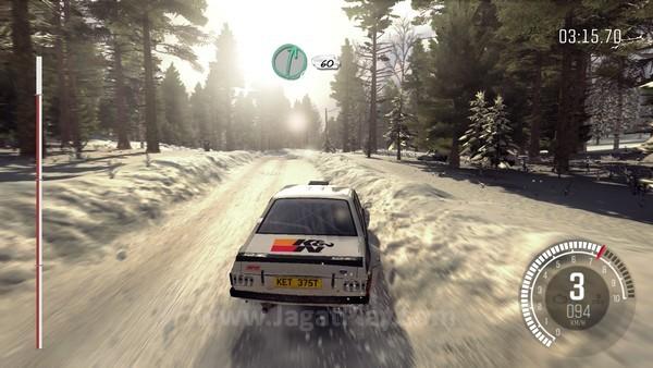 Tumpukan salju dapat menghentikan mobil Anda dengan paksa
