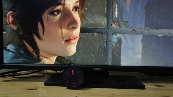 Monitor ini memiliki controller terpisah untuk memudahkan Anda memilih preset grafis