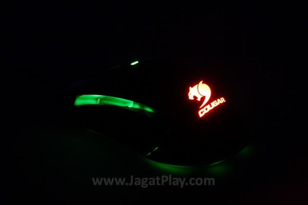 Ketika berada di gelap, warna Cougar 450M terlihat indah