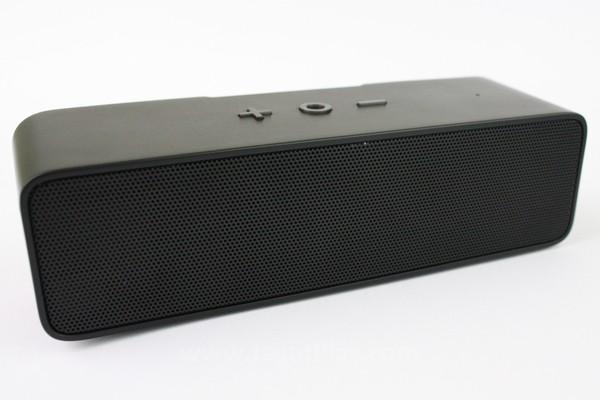 Bagian belakang speaker digunakan untuk keluaran Woofer