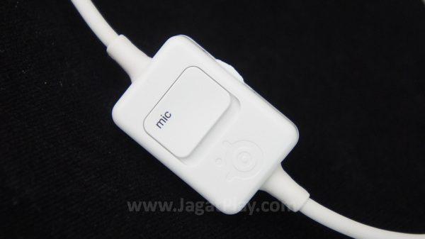 Kontroler kecil untuk mematikan / menghidupkan mic dan mengatur volume.