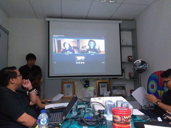 Bertempat di kantor mereka, Logitech membuka kesempatan wawancara dengan tim PRO CS: GO ternama - TSM via Skype.