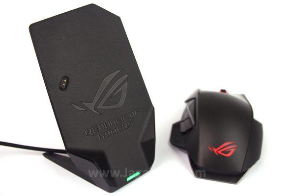 Docking selain untuk charging juga sebagai receiver sinyal wireless dari mouse