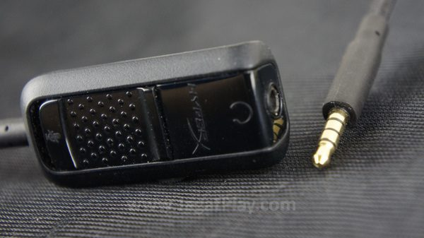 Port jack memungkinkannya untuk langsung digunakan di konsol. Ia juga menawarkan sebuah audio box di dalam paket penjualan.