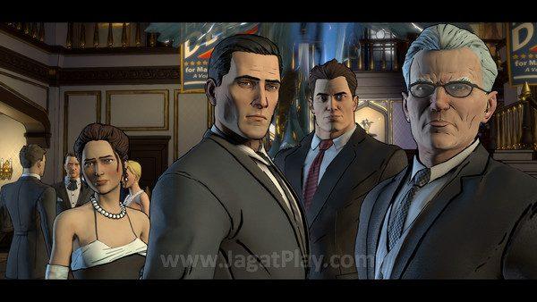 Bruce mulai berusaha mengubah Gotham dengan memercayakannya pada sosok Harvey Dent.