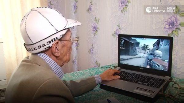 Aman - gamer CS: GO berusia 71 tahun menjadi sensasi internet yang baru.