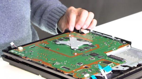 Sony merilis video resmi yang memperlihatkan isi Playstation 4 Pro.