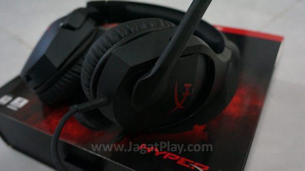 Ia menghasilkan kualitas suara yang berbeda ketika digunakan di perangkat mobile dengan di PC / konsol.