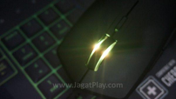 Mouse gaming konvensional yang nyaman dan ambidex.