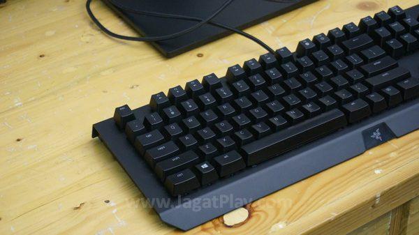 Menonjolkan desain, Blackwidow X Chroma terlihat lebih ringkas dan garang di saat yang sama.