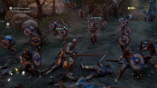 Karakter prajurit NPC kelas rendahan meninggalkan kesan perang kolosal yang tengah terjadi.