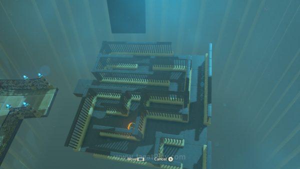 Puzzle maze bola yang ribet ini bisa Anda balikkan untuk permukaan datar bebas hambatan, yang membuat bola lebih mudah diseberangkan.