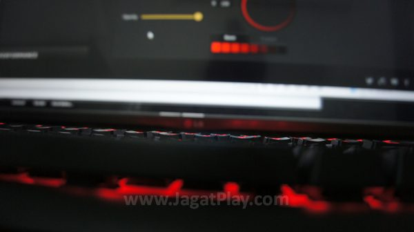 Ia juga mengusung fitur lain seperti 100% anti-ghosting untuk aktivitas gaming lebih nyaman.