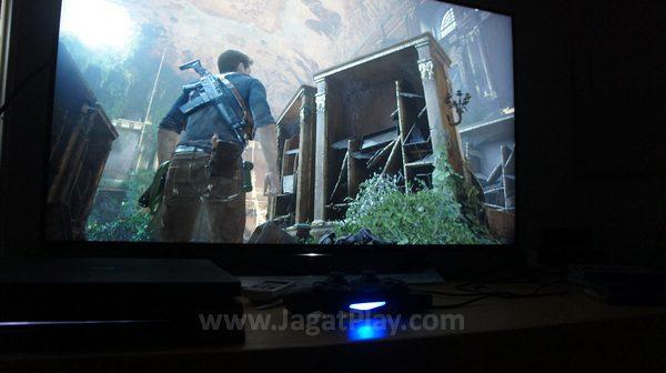 Punya dana ekstra untuk memaksimalkan aktivitas gaming Anda? Maka Anda mulai bisa melirik televisi yang menawarkan fitur 4K HDR untuk memaksimalkan PS4 Pro itu sendiri.