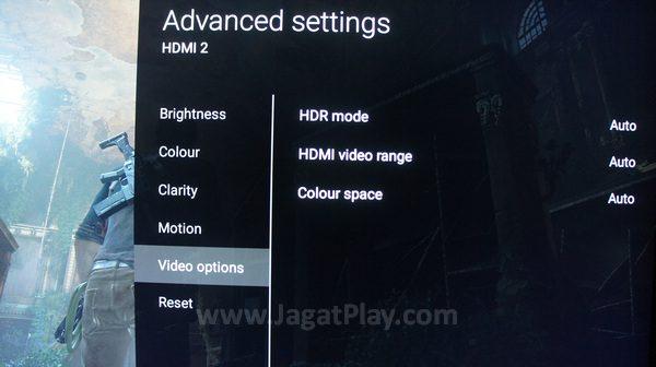 Kami sendiri menggunakan Sony Bravia X80D yang memang sudah mendukung fitur HDR di format 4K.