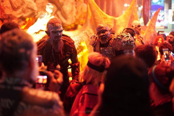 Para Orcs yang ada di booth WB Games juga secara aktif mengajak berbicara para pengunjung.....The Orc-ish Way tentunya....Jangan harap bisa selfie dengan selamat sama mereka.