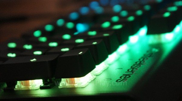 LEDs yang ia tawarkan adalah salah satu kekuatan SteelSeries APEX M650 ini.