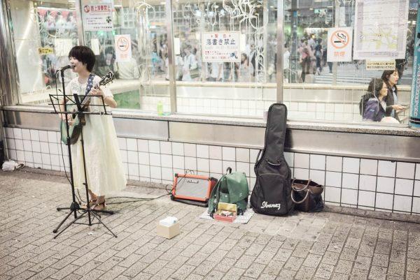 Street Busker dengan suara yang sumpah, mirip Yui!
