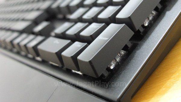 """Sharkoon Skiller MECH SGK1 adalah sebuah keyboard gaming yang mungkin akan terpikirkan di benak Anda ketika berbicara soal """"keyboard gaming"""". Tidak ada yang terlalu unik dan berbeda di sini."""