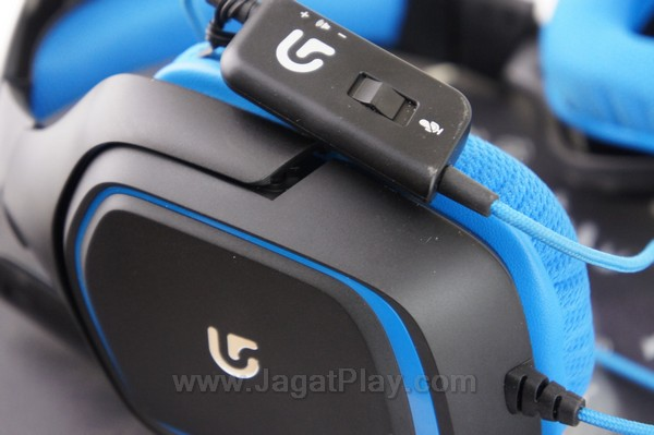 Tidak hanya panel eksternal yang memungkinkan Anda untuk mengatur audio Logitech G430 secara langsung, ia juga menyertakan port untuk memastikan Anda bisa menggunakannya baik dengan port maupun USB sendiri.