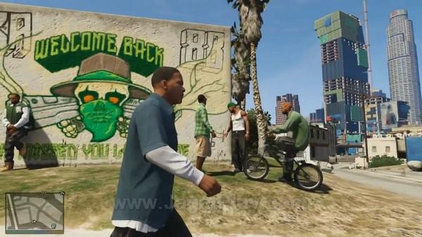 Tidak ingin setengah-setengah, Rockstar dikabarkan memperkerjakan anggota geng asli untuk menjadi pengisi suara di GTA V. Semuanya untuk menghadirkan atmosfer yang otentik.