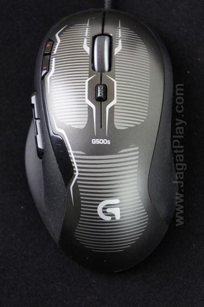 Logitech G500S mengusung bentuk telur konvnesional. Walaupun demikian, ia tetap ergonomis untuk semua jenis tangan.