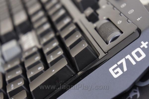 Logitech G710+ juga menyediakan beragam tombol multimedia di bagian atas keyboard.