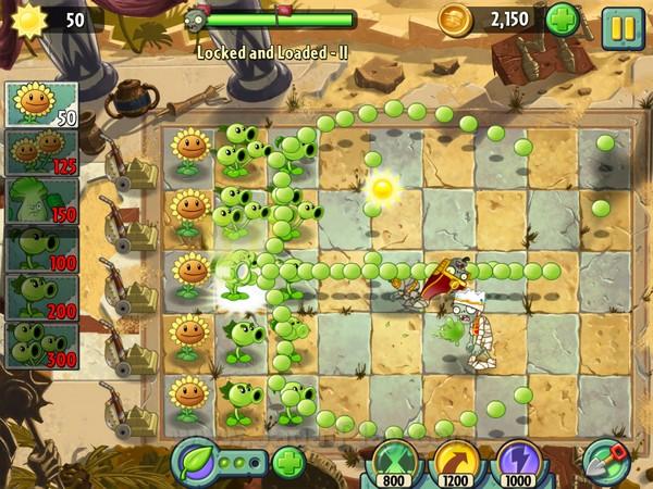 Ada dua sistem baru yang diterapkan di mekanik gameplay Plants Vs Zombies 2 ini. Pertama adalah sistem food yang akan memberikan power-up serangan pada tanaman dalam waktu singkat.